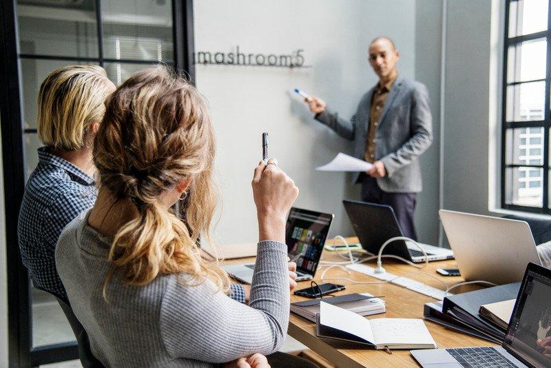 Terceirização de serviços administrativos: permitindo que uma empresa especializada simplifique sua gestão